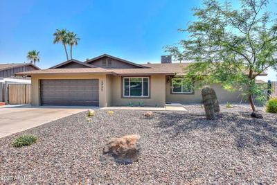 2925 W Campo Bello Dr, Phoenix, AZ 85053