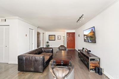 1154 S Barrington Ave #108, Los Angeles, CA 90049
