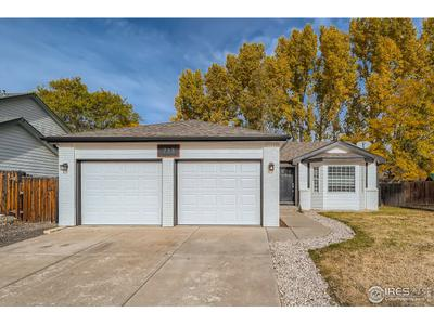 713 Country Acres Dr, Johnstown, CO 80534