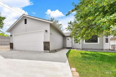 2041 E Oakridge Ct, Boise, ID 83716