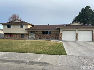 2420 Eastview Dr, Idaho Falls, ID 83401