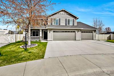 592 W White Sands Ct, Meridian, ID 83646