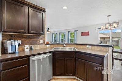 10852 Cocoon St Image 5 of 11