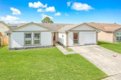 7130 Pinebrook Dr, New Orleans, LA 70128