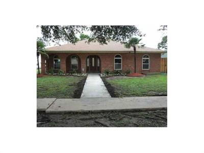 7241 Lake Willow Dr, New Orleans, LA 70126