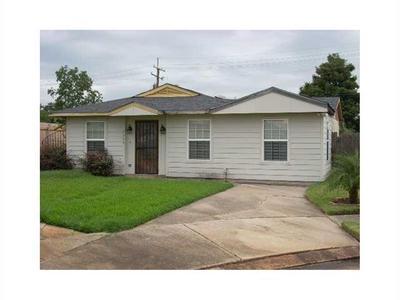 7599 Forest Glen Rd, New Orleans, LA 70127