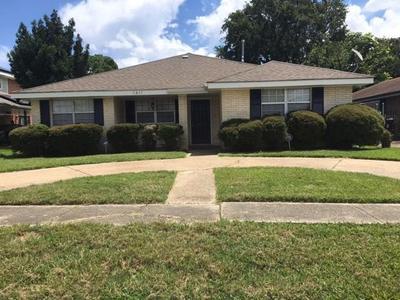 7817 Woodbine Dr, New Orleans, LA 70126