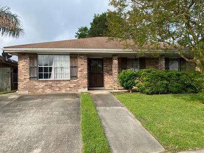 7830 Briarwood Dr, New Orleans, LA 70128