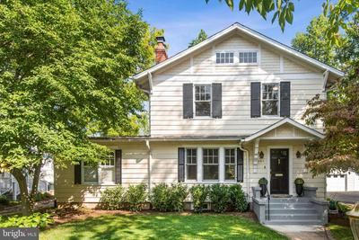 3917 Underwood St, Chevy Chase, MD 20815