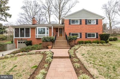 8826 Mcgregor Dr, Chevy Chase, MD 20815