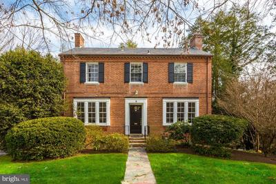 9 Leland Ct, Chevy Chase, MD 20815