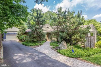9208 Levelle Dr, Chevy Chase, MD 20815