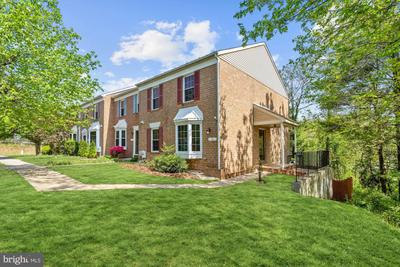 13 Courtwood Dr, Pikesville, MD 21208