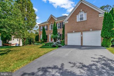 13 Sweetwood Ct, Rockville, MD 20850