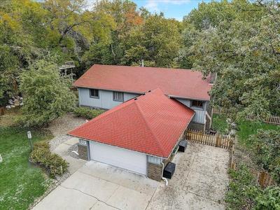 9137 Forest Hills Cir, Bloomington, MN 55437