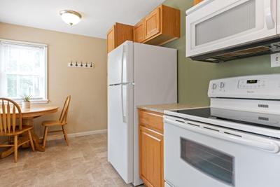 249 Arion St E Image 6 of 34