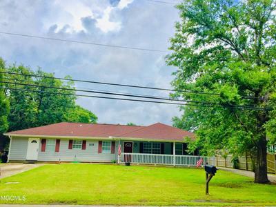 1113 Dunbar Ave, Bay St Louis, MS 39520