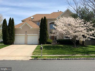 3 Equestrian Ln, Cherry Hill, NJ 08003