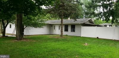 2 Bedford Ct, Mount Holly, NJ 08060