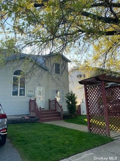 105 Mitchell St, Bellmore, NY 11710