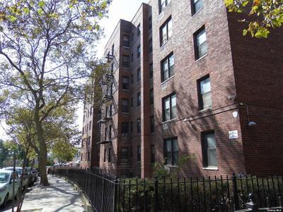 14105 Pershing Cres #308, Briarwood, NY 11435