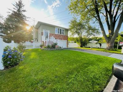31 Cather Ave, Dix Hills, NY 11746