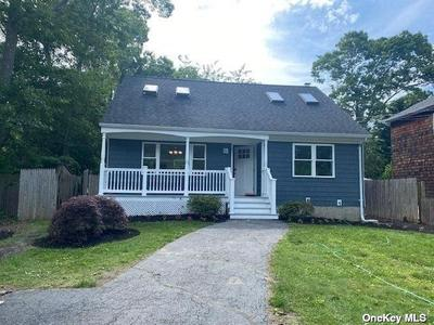 110 N Dunton Ave, East Patchogue, NY 11772