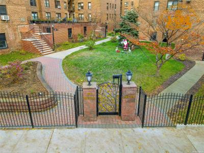10530 66th Ave #1F, Forest Hills, NY 11375