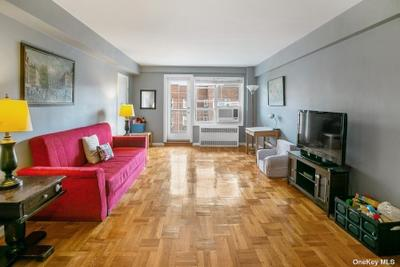 11020 71st Rd #702, Forest Hills, NY 11375