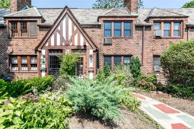 11105 75th Rd, Forest Hills, NY 11375