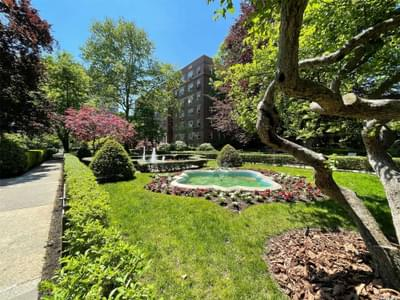 11250 78th Ave #2M, Forest Hills, NY 11375