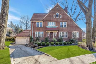 216 Greenway S, Forest Hills, NY 11375