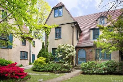 24 Ascan Ave, Forest Hills, NY 11375
