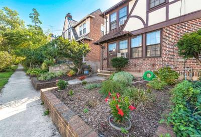 6798 Clyde St, Forest Hills, NY 11375