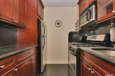6945 108th St #2J, Forest Hills, NY 11375