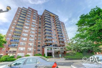 7020 108th St #4U, Forest Hills, NY 11375