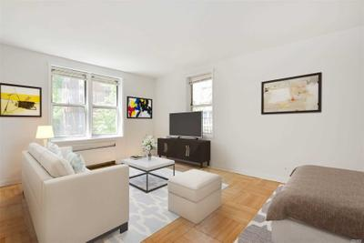 7281 113th St #2B, Forest Hills, NY 11375