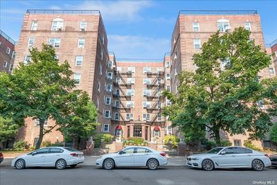 9945 67th Rd #303, Forest Hills, NY 11375