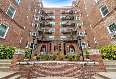 9945 67th Rd #518, Forest Hills, NY 11375
