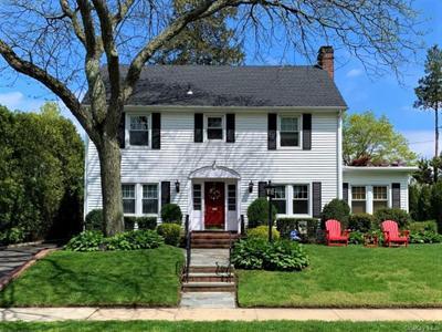 19 Kilburn Rd, Garden City, NY 11530
