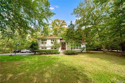 935 Middle Neck Rd, Great Neck, NY 11024