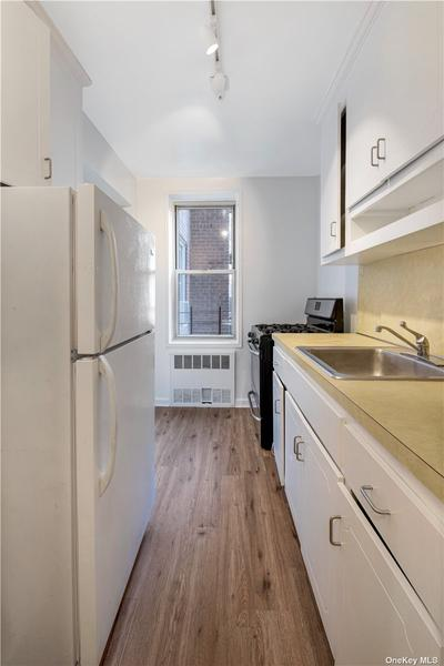 3325 92nd St #2G Image 3 of 12
