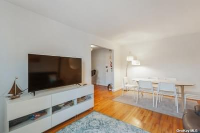 3345 94th St #6E, Jackson Heights, NY 11372