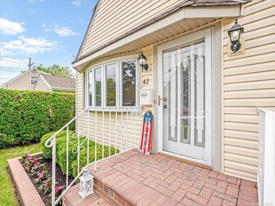 42 Waterview Pl, Lynbrook, NY 11563