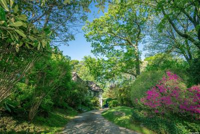 539 Manhasset Woods Rd, Manhasset, NY 11030