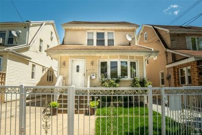 9207 212th St, Queens Village, NY 11428