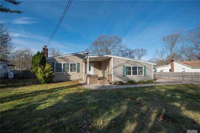 146 Adirondack Dr, Selden, NY 11784