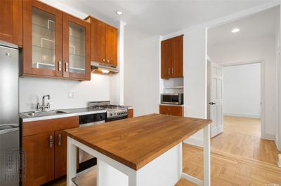 4142 42nd St #5N, Sunnyside, NY 11104