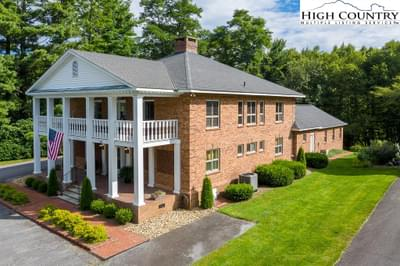 201 Ovens Ln, Blowing Rock, NC 28605