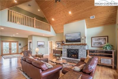 242 Highland Ridge Rd, Blowing Rock, NC 28605
